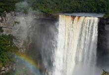 Водопад Кайчур - самый мощный каскад в мире.